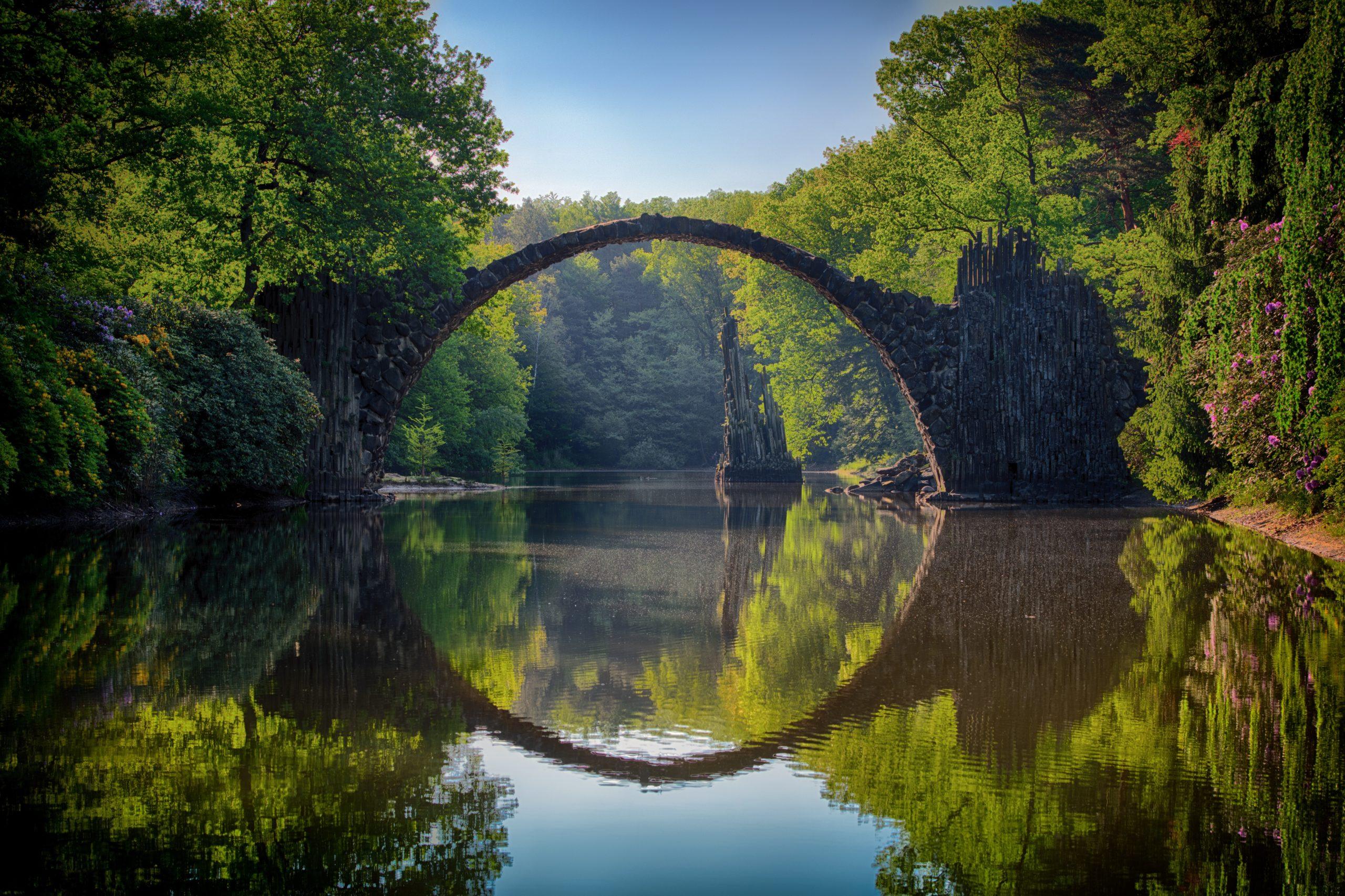arch-bridge-clouds-814499